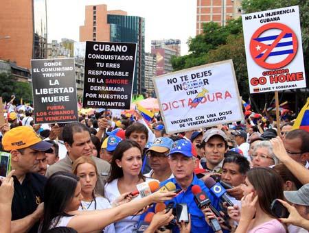 La diputada María Corina Machadoy el alcalde metropolitano Antonio ledezma, estuvieron al frente de la movilización